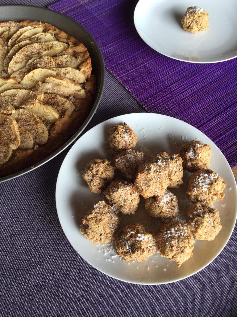 Teller mit Kokosnuss Cookies
